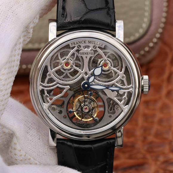 法兰克穆勒GIGA圆形镂空陀飞轮腕表震撼上市。腕表采用镂空式布局设计
