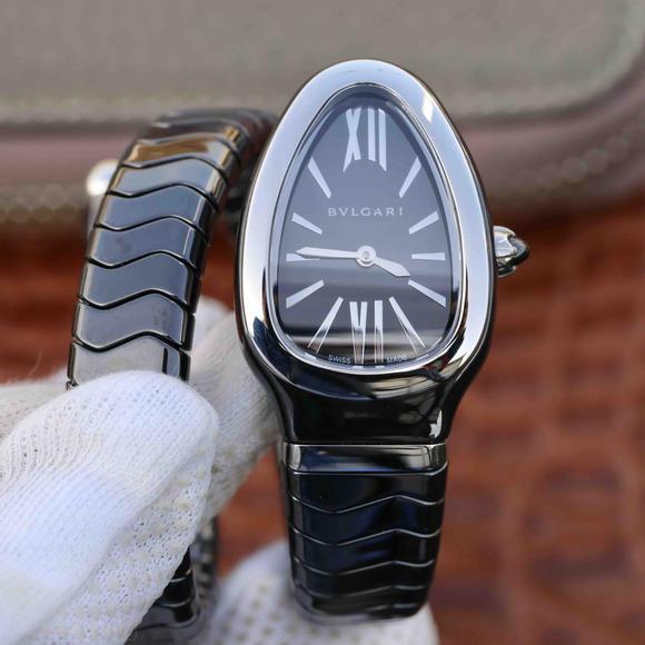 BV宝格丽SERPENTI系列白色陶瓷与黑陶瓷腕表以精美蛇形向众人展现时尚奢华之美